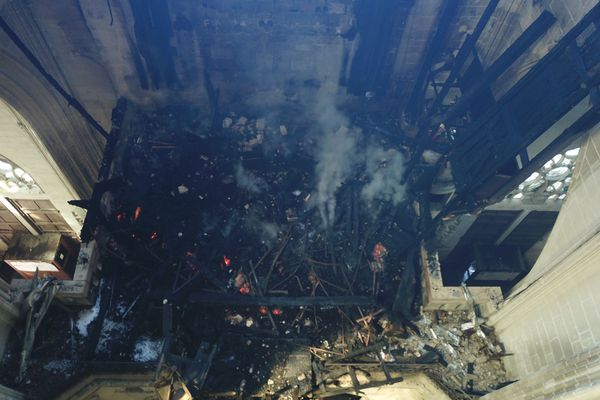 Le grand orgue est détruit lors l'incendie de la cathédrale, le 18 juillet 2020
