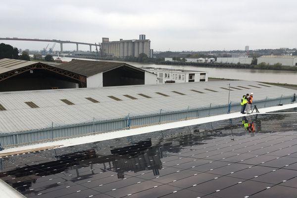 Construction de la centrale photovoltaïque. Port de Nantes