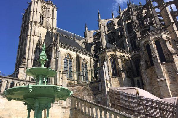 La cathédrale Saint-Julien du Mans. Phare du Vieux Mans.