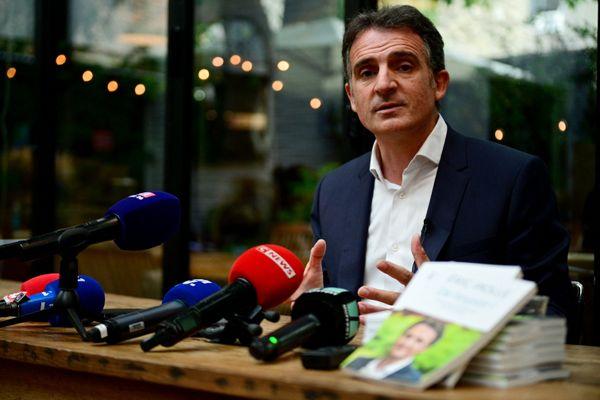 Le maire EELV de Grenoble Eric Piolle tenait une conférence de presse le 30 juin 2020 à Paris après l'annonce de sa candidature à la primaire écologiste.