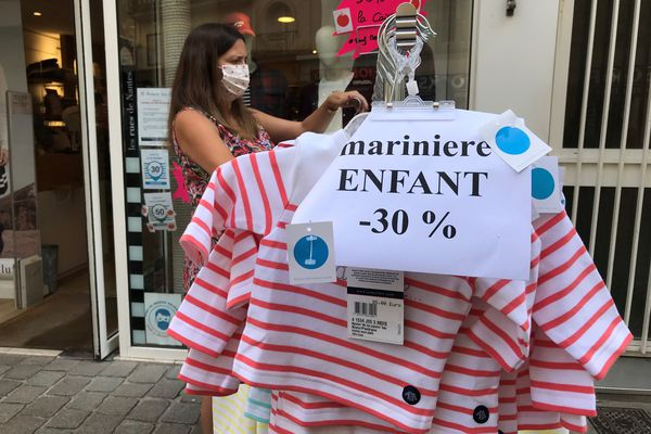 Des vêtements bradés pour faire revenir les clients, c'est à Nantes, durant tout ce premier week-end de septembre.