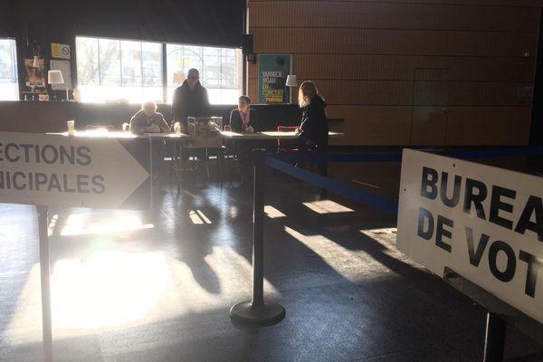 Hall de Paris : le principal bureau de vote de Moissac a fermé à 18h.
