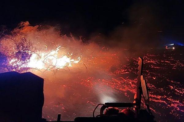 Le feu a ravagé 30 hectares de végétation avant d'être circonscrit par les pompiers.