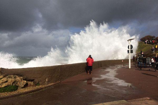 Les vagues pouvaient atteindre jusqu'à 6 mètres de haut.