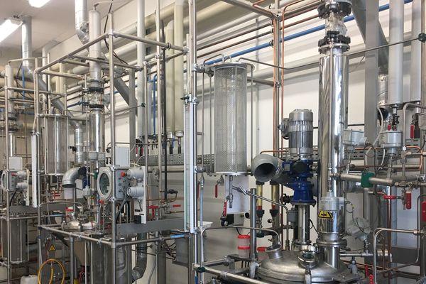 Le Lycée Louis Armand possède des unités de fabrication de produits chimiques et pharmaceutiques.