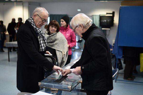 Valls ou Hamon? Les premiers chiffres de la participation au deuxième tour des primaires de la gauche en Auvergne.