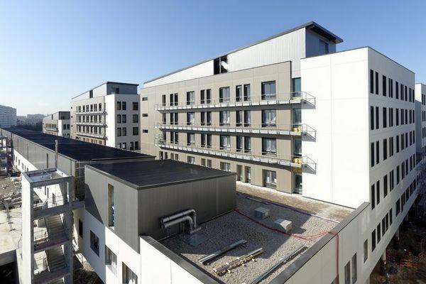Le Médipôle Lyon-Villeurbanne, qui dispose de 746 lits, devrait recevoir 40 000 urgences et accueillir 250 000 consultations chaque année.