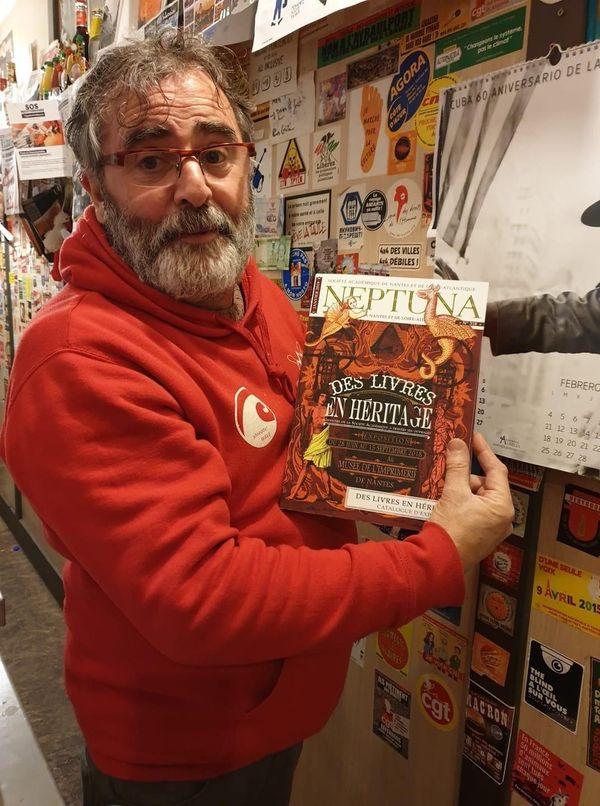 Passionné de livres, Laurent Messager, aime recevoir Des écrivains à la Perle.