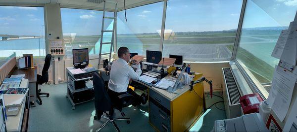 Fabien Labeste, agent AFIS aux commandes de la tour de contrôle
