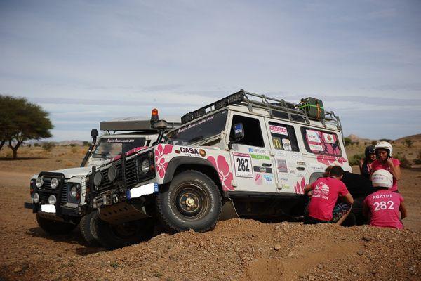 Un équipage bénéficie d'un des véhicules d'assistance.