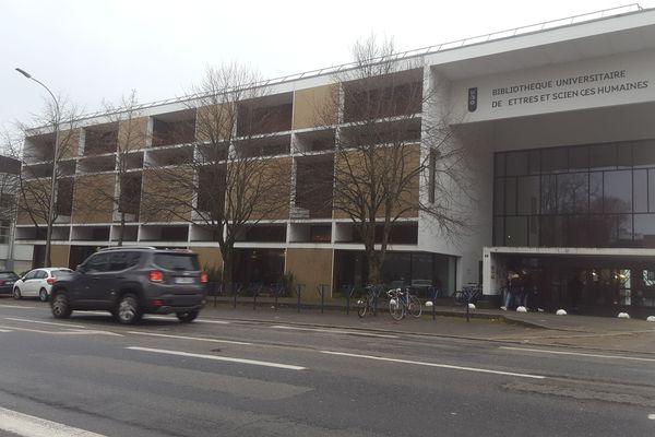 La bibliothèque universitaire de Brest a vu l'intrusion des forces de l'ordre, une intervention dénoncée par le président de l'université