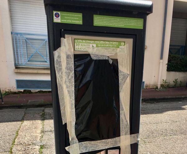 Les horodateurs toujours bâchés dans le centre de Limoges en zone Tempo