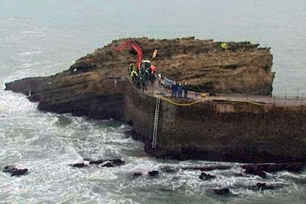 Les travaux de la digue de Gamaritz à Biarritz (novembre 2013)