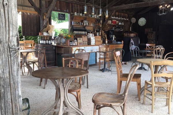 Un restaurant d'antan, reconstitué au parc du Bournat (Le Bugue)