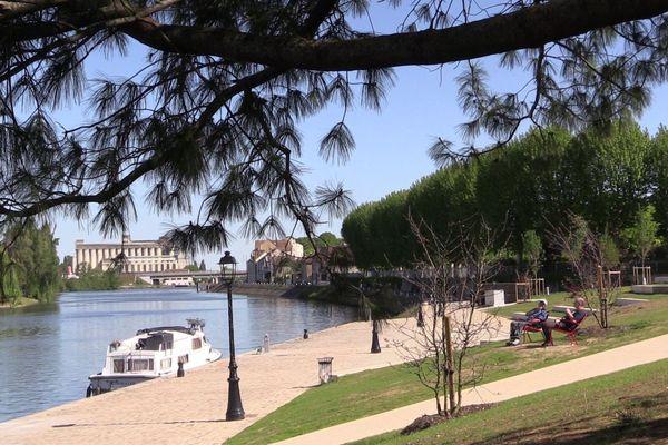 Depuis début janvier 2019, les sénonais peuvent profiter de leurs nouvelles berges douces le long de la rivière Yonne.