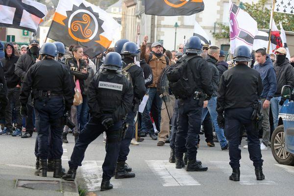 """Les forces de l'ordre à la manifestation du 14 novembre contre """"les étrangers"""", à Pontivy"""