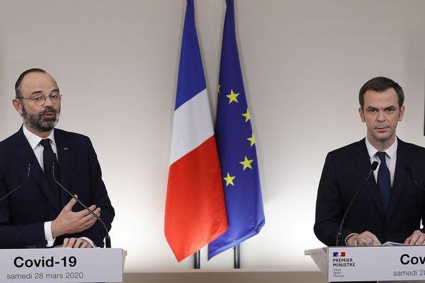 Edouard Philippe et Olivier Véran en conférence de presse le 28 mars 2020 à Paris.