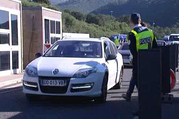 Les contrôles sont renforcés à la frontière franco-espagnole comme ici au Perthus, dans les Pyrénées-Orientales - 17 novembre 2015