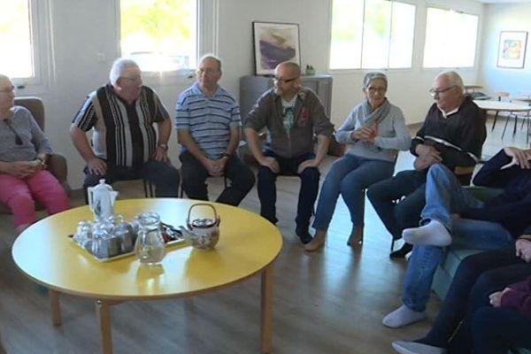 Tous les jours, des animations et des rencontres sont organisées pour les personnes âgées et les retraités dans le quartier de la Gibauderie à Poitiers.