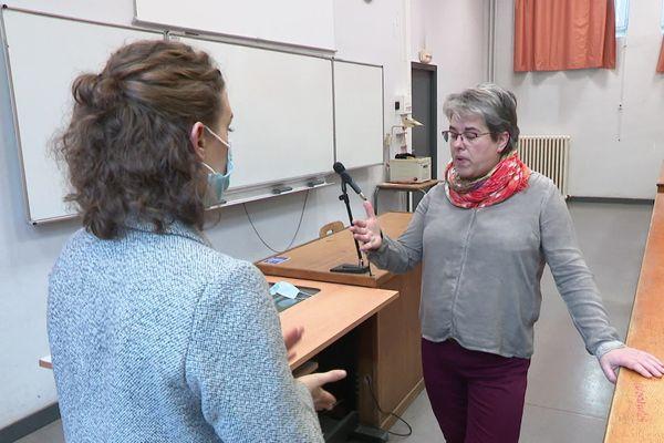 Hélène Romeyer, est professeur et responsable du cursus Info Com à la faculté des lettres de l'Université de Franche-Comté.