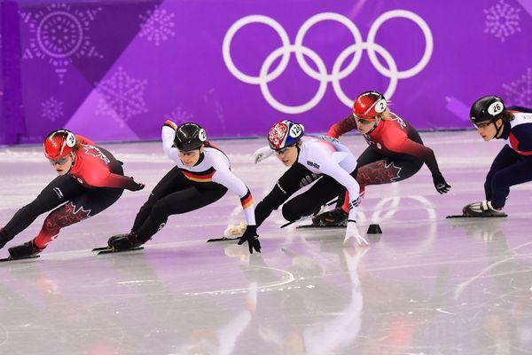 Véronique Pierron, à droite avec le casque 26, a été éliminée du 1.000m short-track / Pyeongchang, 22 février 2018
