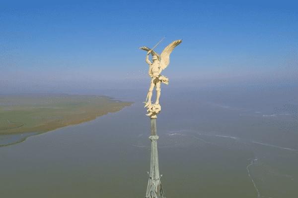 L'archange à hauteur de regard.
