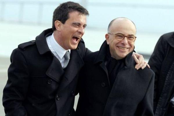 Manuel Valls et Bernard Cazeneuve près du pont de Normandie