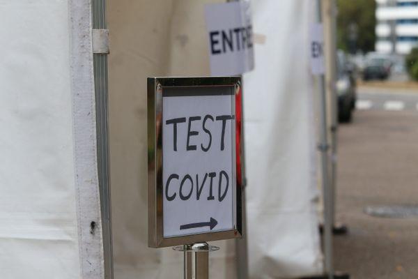 Des tests de dépistage à la COVID 19 sont organisés au Cap d'Agde dans l'Hérault depuis le 17 août 2020 où le nombre de cas positifs a fortement augmenté. Illustration.