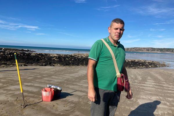 Alejandro Hernandez, un des seuls pêcheurs de vers marins en Bretagne