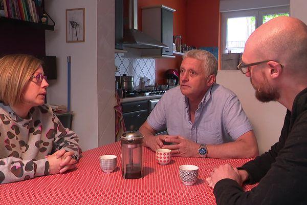 Jean-François Dejours (au centre), en compagnie de ses collègues Yann Flament et Anne Dubelloy.