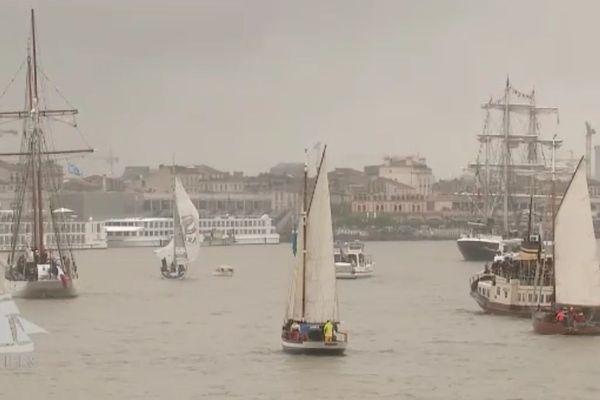 Départ des vieux voiliers de Bordeaux le 18 juin 2018 après la Fête du vin.