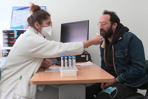 """Le """"parcours-patient""""  à l'hôpital de la Conception permet de suivre les personnes atteintes de Covid-long dans leur guérison, et notamment les aider à retrouver l'odorat."""