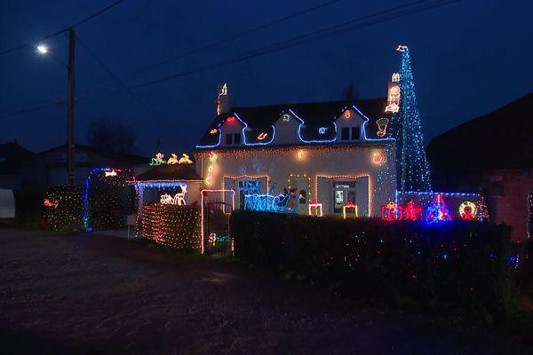 À Aire-sur-la-Lys (Pas-de-Calais), impossible de passer à côté de la maison des Liénard, illuminée pour Noël.