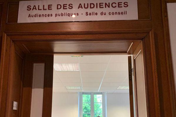 Salle d'audience du tribunal de commerce de Mont-de-Marsan où se joue l'avenir d'Eurosplasma mardi 28 mai.