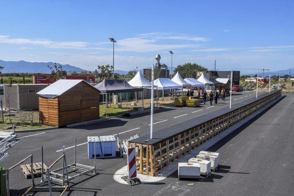 Perpignan. Les préparatifs du festival Fireland dans la caserne du SDIS 66. 20 août 2021.
