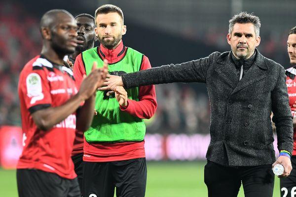 Jocelyn Gourvennec et ses joueurs pendant le match contre Nîmes