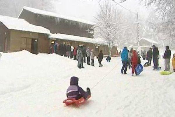 Les skieurs étaient nombreux à l'ouverture de la station samedi.
