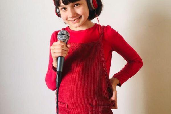 A 9 ans, Suzanne donne de la voix sur Radio Velpo