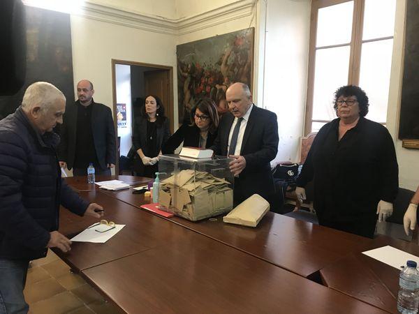 Paul Quilichini déclarant le scrutin clos le 15 mars dernier