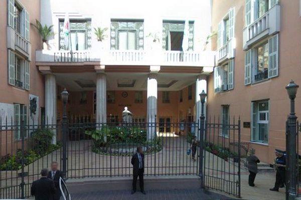 La cour de la mairie de Nice.