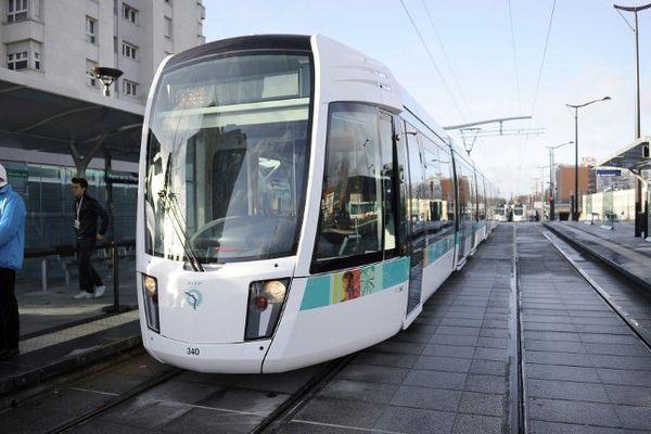Le Tramway T3, qui relie la porte de Vincennes à la Porte de La Chapelle, dessert tout l'Est de Paris.