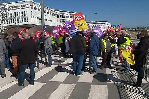 La Rochelle - des manifestants protestent contre la politique gouvernementale lors de la visite de Muriel Pénicaud - 26 mars 2019.