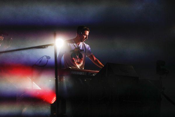 The Avener (ici en set à Nice en juillet 2020) émet dans l'espace son morceau Celestial Blues ! Merci Thomas Pesquet.