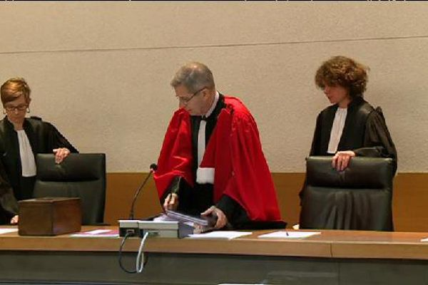 Au premier jour du procès, les enquêteurs ont précisé les rôles des uns et des autres.