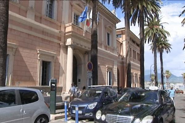 17/06/14 - Perquisitions au bureau électoral de la mairie d'Ajaccio
