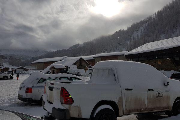 Après avoir neigé toute la matinée du 27 janvier, le soleil fait son retour à Isola 2000
