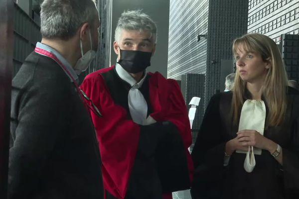 Stéphane Cantero (robe rouge) et Charlotte Gazzera, les avocats généraux pour le procès de l'affaire Troadec