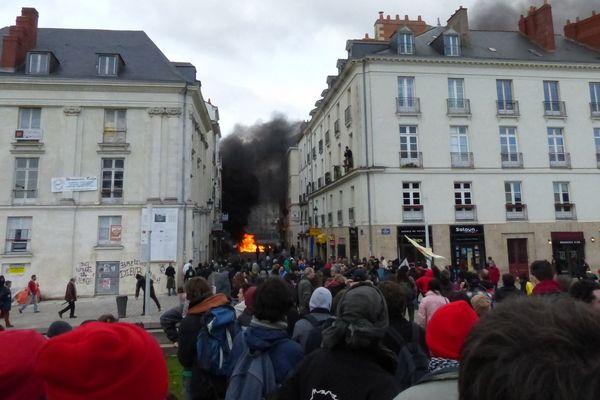 Des affrontements dans les rues de Nantes entre radicaux anti-aéroport et forces de l'ordre le 22 février 2014