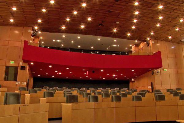 L'assemblée du département de Seine-Maritime sur les quais de Seine à Rouen, 35 cantons, 70 sièges (un homme et une femme pour chaque).