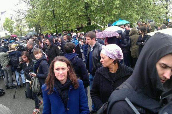 Un rassemblement spontané a réuni 300 personnes samedi